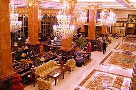 延边大宗大宇饭店结构设计精致独特,一楼大堂典雅华贵.